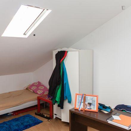 Rent this 11 bed room on Ladeira das Alpenduradas in 3030-181 Sé Nova, Santa Cruz