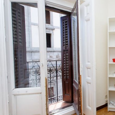 Rent this 8 bed room on Calle de Toledo in 32, 28005 Madrid