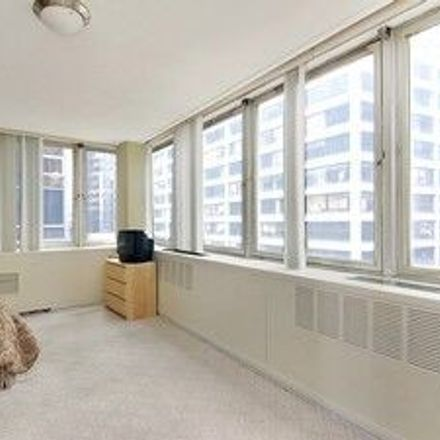 Rent this 3 bed room on Church of Our Lady of Victory in Pine Street, New York
