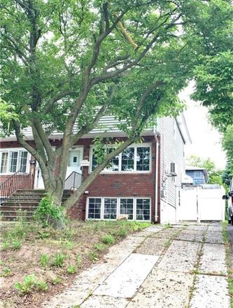 Rent this 3 bed house on 347 Jewett Avenue in New York, NY 10310