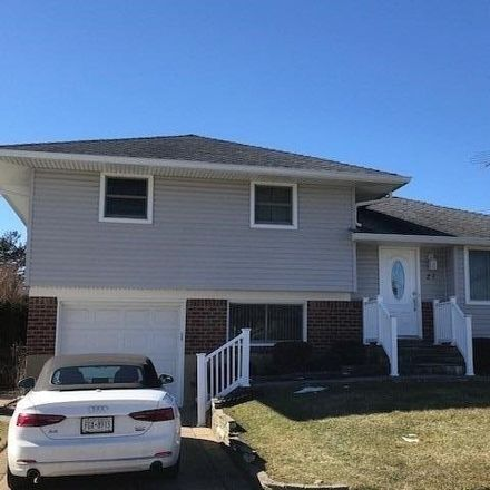 Rent this 3 bed house on Wayne Dr in Plainview, NY