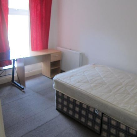 Rent this 4 bed house on Kingsland Terrace in Pontypridd CF, United Kingdom