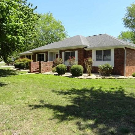 Rent this 3 bed house on 1406 East 1st Street in Mountain Home, AR 72653