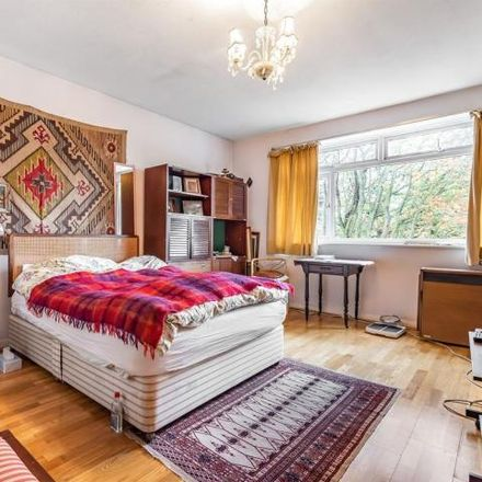 Rent this 2 bed house on West Hill in 71, London SW18 1RX
