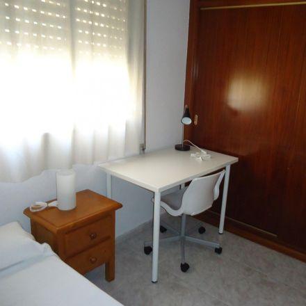 Rent this 4 bed room on Cash Converters in Calle Alcalde Sánchez Badajoz, 14005 Cordova