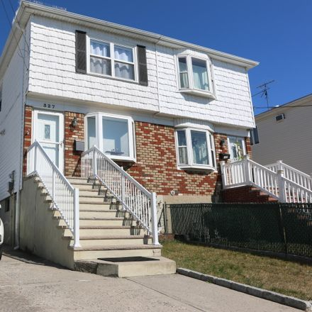 Rent this 3 bed house on 327 Seaver Avenue in New York, NY 10305
