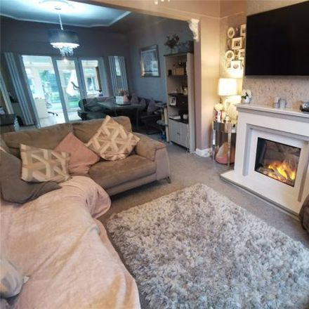 Rent this 3 bed house on 16 Priory Close in Bebington, CH63 3EG