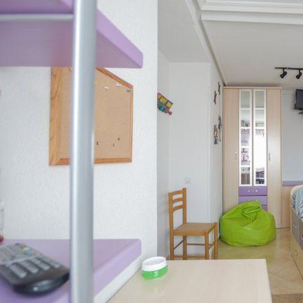 Rent this 3 bed room on Transportes Souto in Calle de Eduardo Torroja, 29