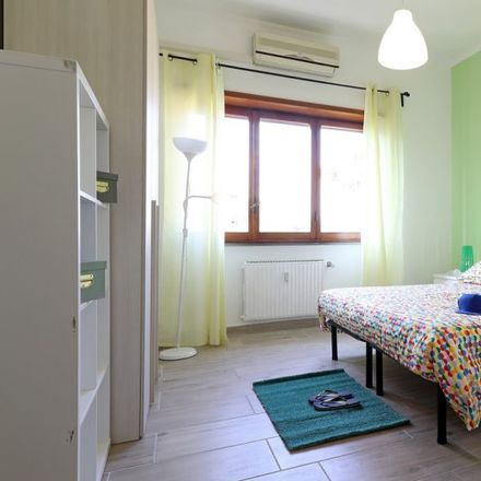 Rent this 5 bed room on MGPetroli in Via Isabella De Rosis, 00176 Rome RM
