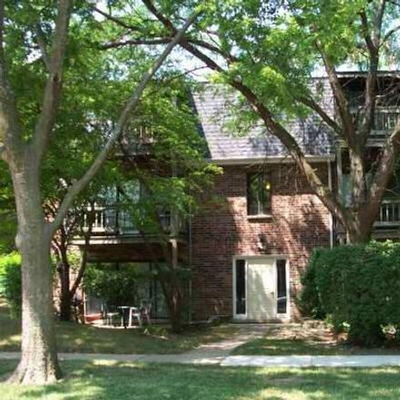 Rent this 2 bed townhouse on East Court of Shorewood in Vernon Hills, IL 60061