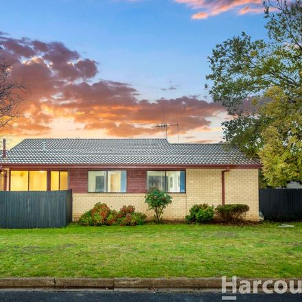 Rent this 3 bed house on 15 Bungonia Street