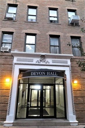 Rent this 1 bed condo on 2156 Cruger Avenue in New York, NY 10462