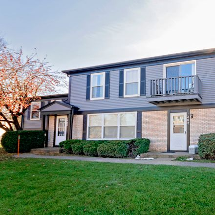 Rent this 2 bed townhouse on 1402 Inverrary Ln in Deerfield, IL