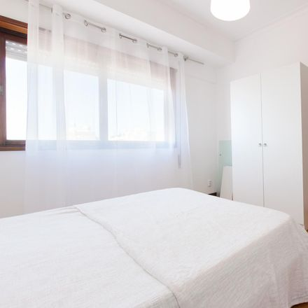 Rent this 3 bed room on Rua Machado dos Santos in 4400-121 Santa Marinha e São Pedro da Afurada, Portugal