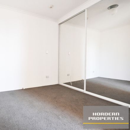 Rent this 1 bed apartment on 42/220 Goulburn Street
