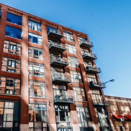 Rent this 2 bed loft on 701 West Jackson Boulevard in Chicago, IL 60661