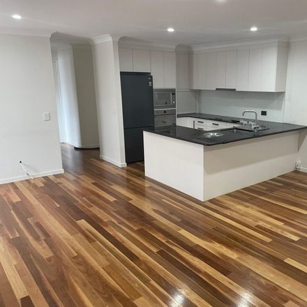 Rent this 1 bed apartment on 6/21 Burleigh St
