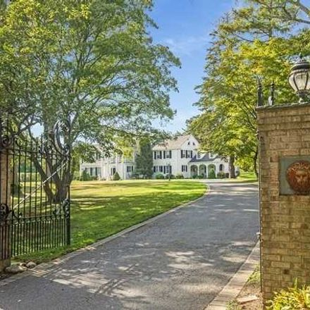 Rent this 8 bed house on 15 Braemer Rd in East Setauket, NY