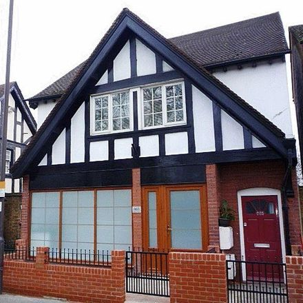 Rent this 3 bed apartment on Budget Tyres & Auto's in Sidewalk, London TW14 8PA