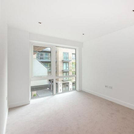Rent this 2 bed apartment on The Hollows in Kew Bridge, London TW9 3AW