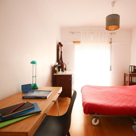 Rent this 3 bed room on Restaurante Santo António in Rua de Almada 34, 2825-450 Costa da Caparica