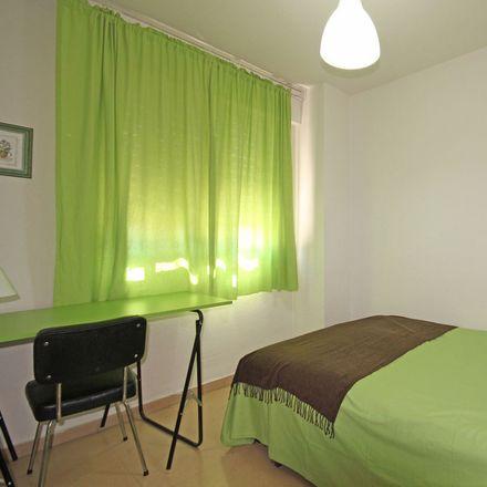 Rent this 4 bed room on Paseo Bajada del Río in 18, 37900 Santa Marta de Tormes