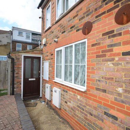 Rent this 2 bed house on Johals in Dumfries Street, Luton LU1 5AP
