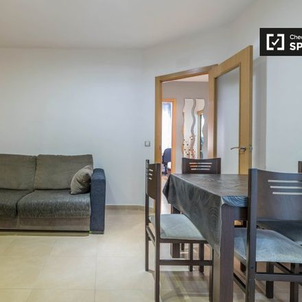 Rent this 3 bed apartment on L'Ancora canyamelar in Carrer de Josep Benlliure, 111