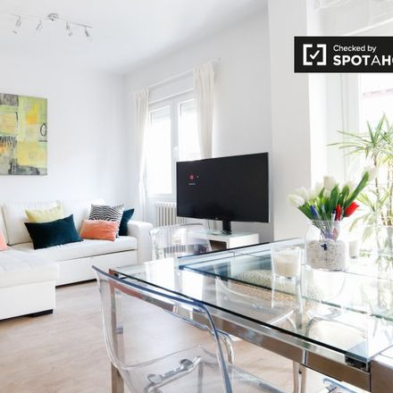 Rent this 3 bed apartment on Guitarreria Mariano Conde in Calle de la Amnistía, 1