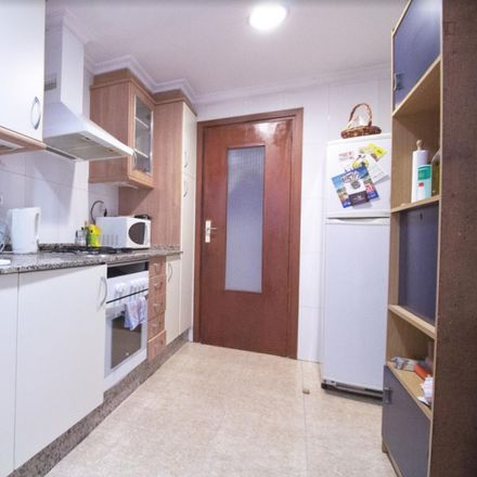 Rent this 4 bed room on Consultorio Auxiliar Chile in Carrer de Xile, 10