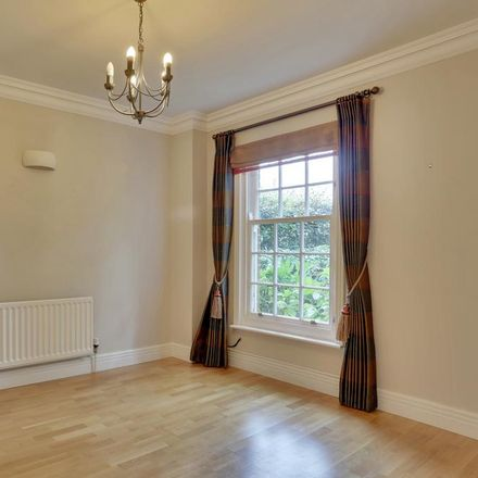 Rent this 5 bed house on New Road in Sevenoaks TN14 6AS, United Kingdom