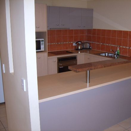 Rent this 4 bed townhouse on 40/4 University Drive