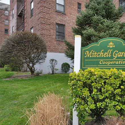 Rent this 2 bed condo on 28th Rd in Flushing, NY