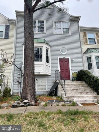 Rent this 4 bed townhouse on 13988 New Braddock Road in Centreville, VA 20121
