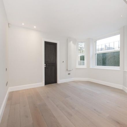 Rent this 4 bed apartment on Devonshire House Preparatory School in Arkwright Road, London NW3 6AA