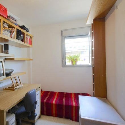 Rent this 2 bed room on Calle Fernán Caballero in 41927 Mairena del Aljarafe, Spain