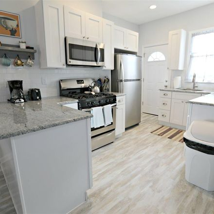Rent this 3 bed duplex on 18 North Newark Avenue in Ventnor City, NJ 08406