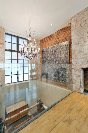 Rent this 2 bed house on CPA in 27-28 Newbury Street, London EC1A 7HU