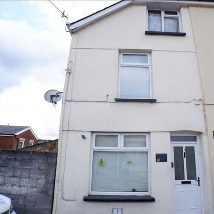 Rent this 2 bed house on Wern Road in Tonypandy, CF40 2LE