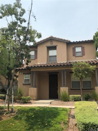 Rent this 3 bed loft on Fullerton