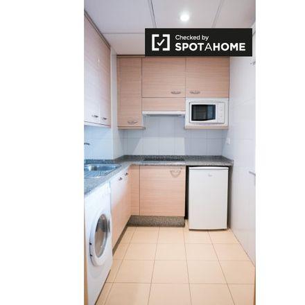 Rent this 2 bed apartment on Calle de Cigoitia in 28001 Madrid, Spain