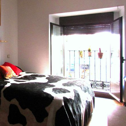 Rent this 3 bed room on Calle de Chinchilla in 2, 28013 Madrid