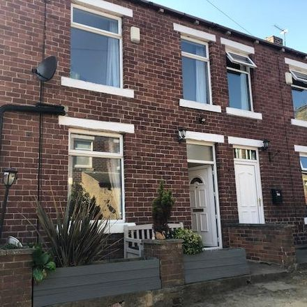Rent this 2 bed house on Heaton Avenue Primary School in South Parade, Kirklees BD19 3AE