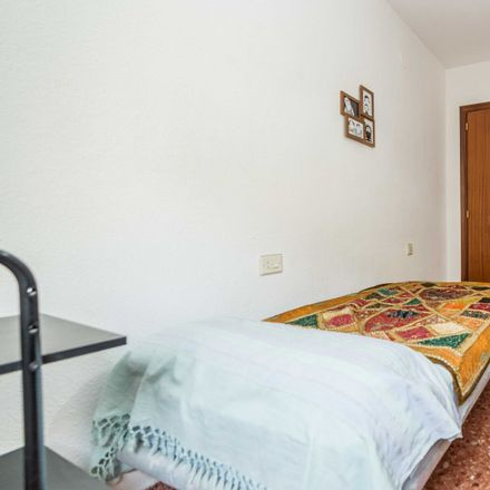 Rent this 3 bed apartment on Carrer del Arquebisbe Fabián i Fuero in 46009 Valencia, Spain