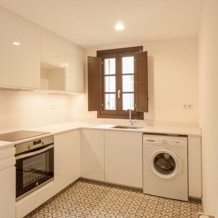 Rent this 3 bed apartment on Facultat de Geografia i Història i Facultat de Filosofia. Universitat de Barcelona in Carrer de Montalegre, 6