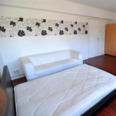 Rent this 2 bed room on 140 Roman Road in London E2 0RY, United Kingdom