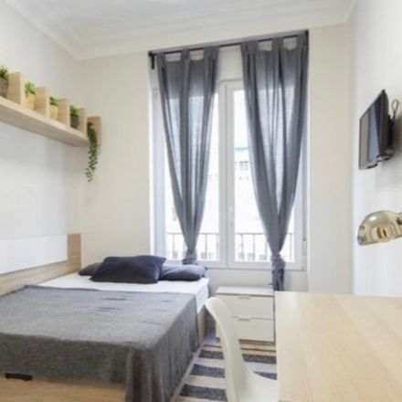 Rent this 5 bed room on Allo Pizza in Calle de Galileo, 28001 Madrid