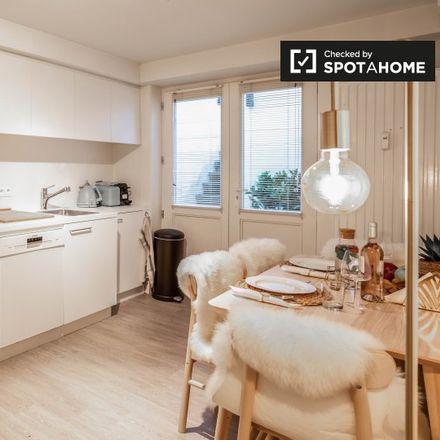 Rent this 1 bed apartment on Place du Châtelain - Kasteleinsplein 16 in 1050 Ixelles - Elsene, Belgium