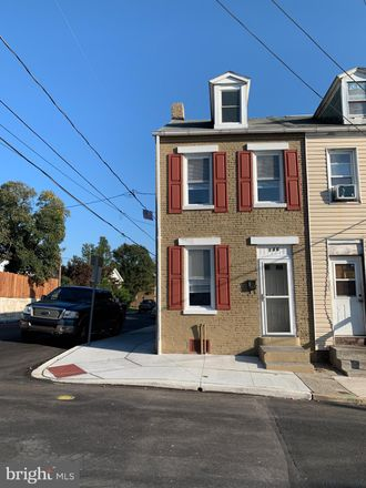 Rent this 3 bed townhouse on 130 Perry Street in Columbia, PA 17512