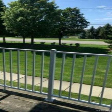 Rent this 2 bed condo on 16997 Glenmoor Boulevard in Waldenburg, MI 48044